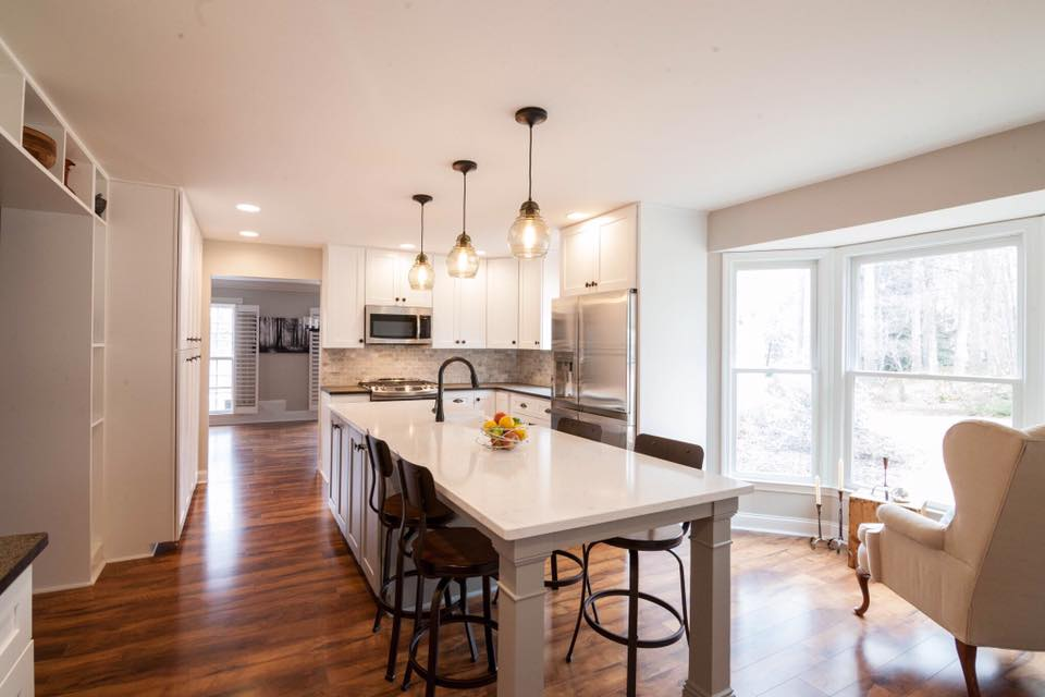 Transitional White Shaker Kitchen with Island