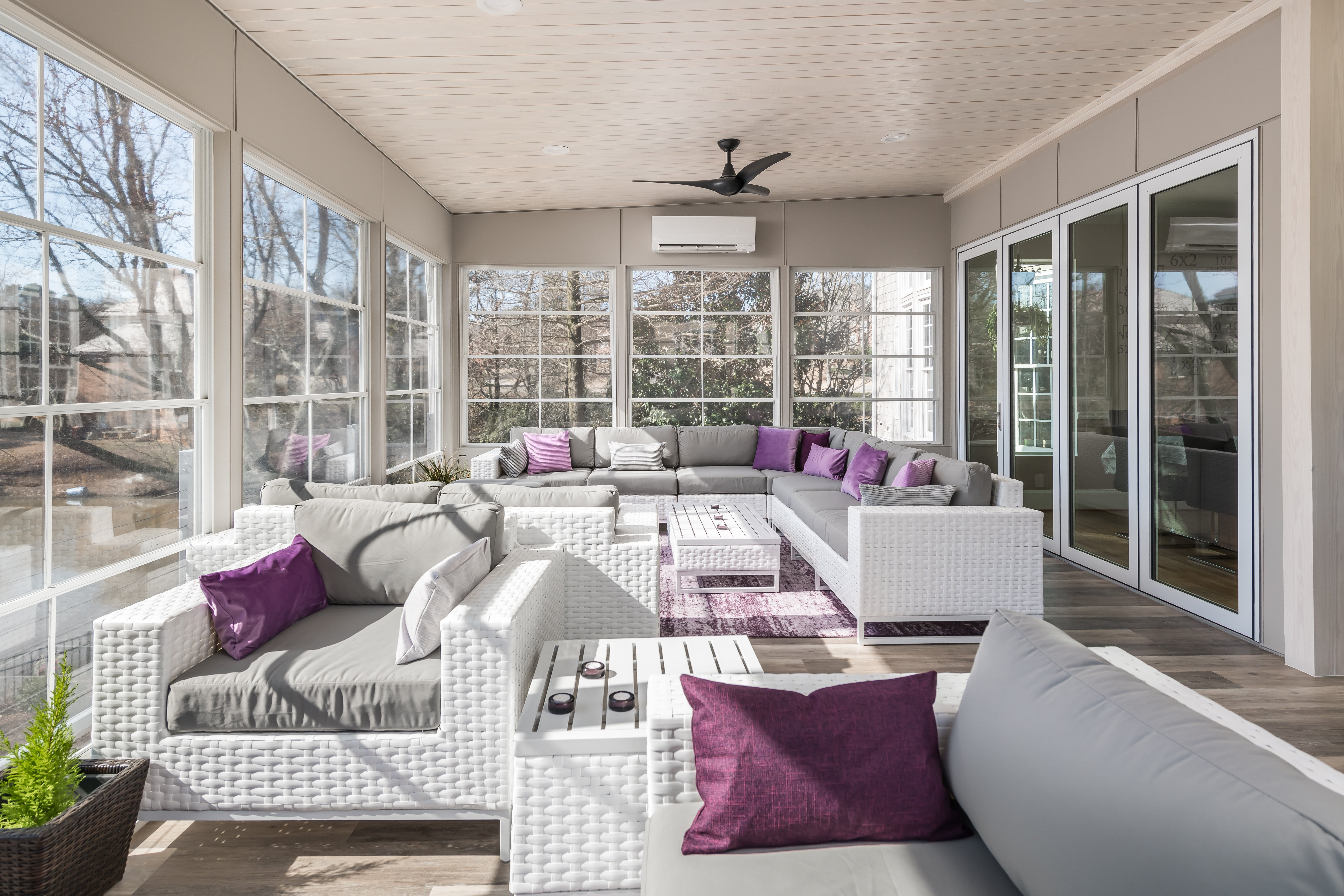 Contemporary Lakeview Porch