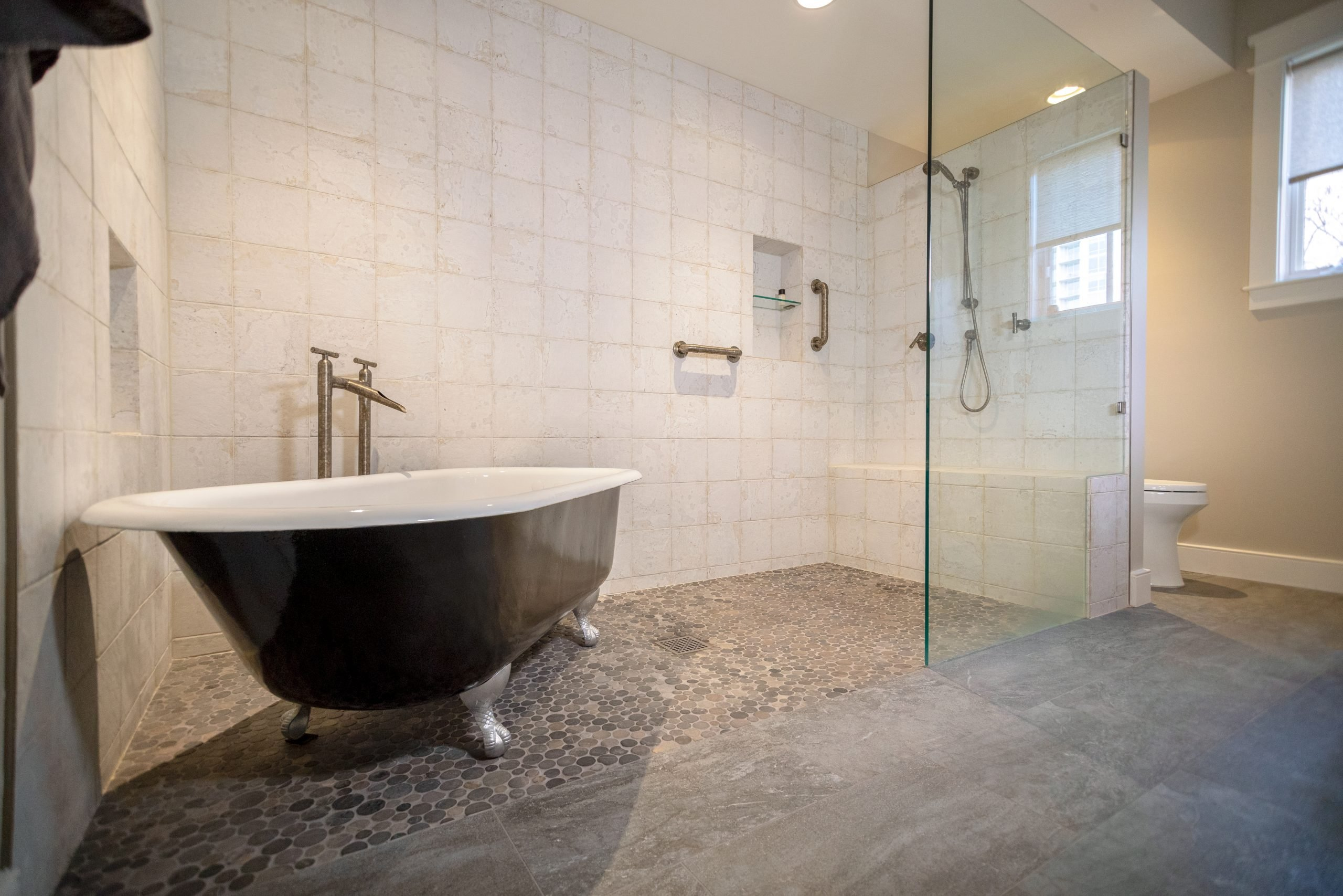 Large Zero Curb Shower with Claw Foot Tub